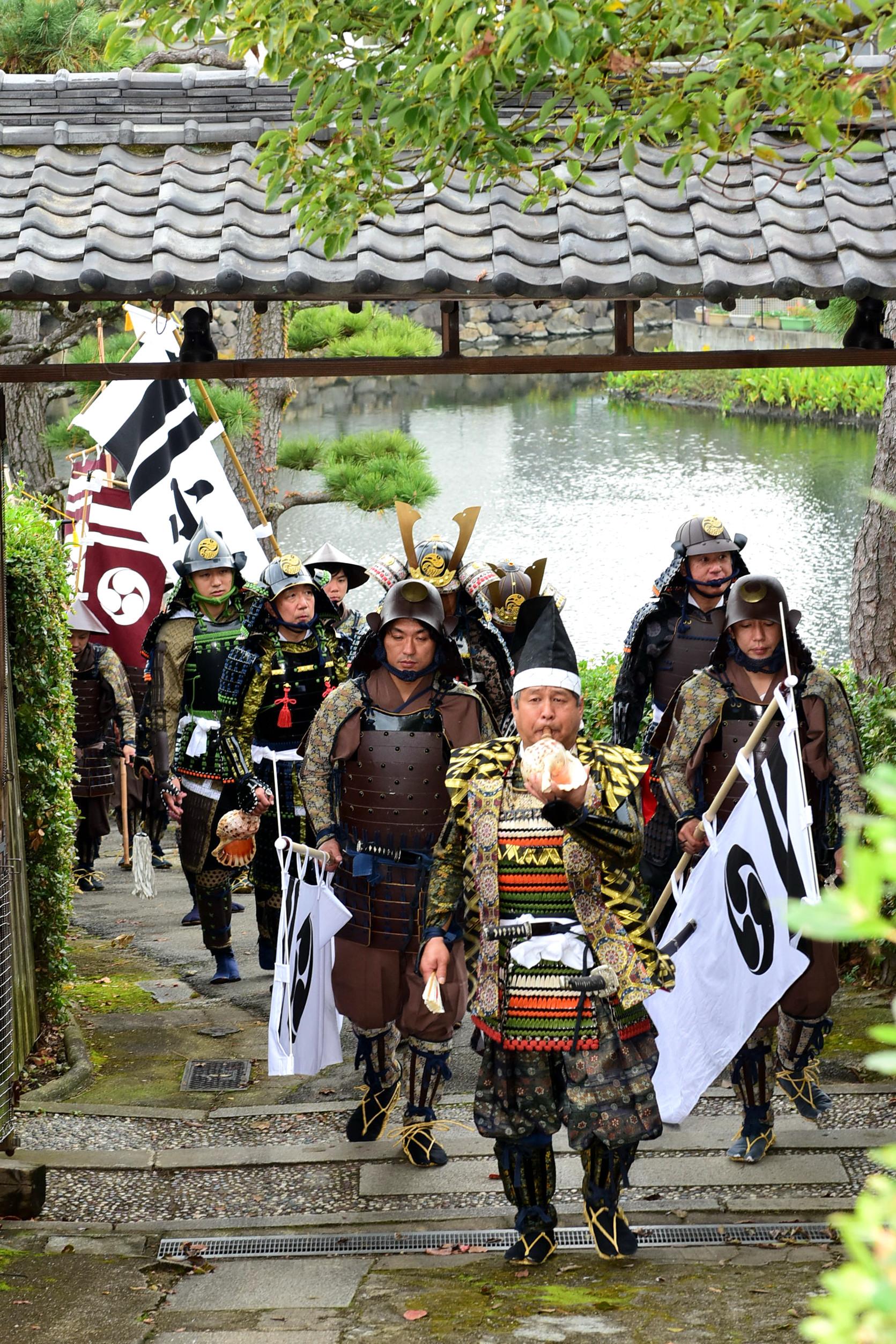 小早川甲冑部隊行列練り歩き