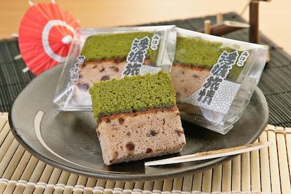 名城浮城を表現した、小豆と抹茶の二層カステラです。