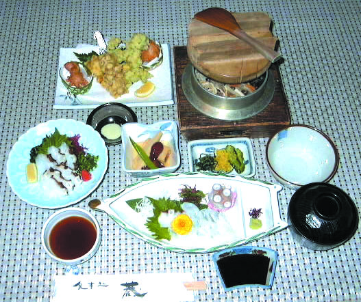 活たこセット定食 2,700円(付出し・刺身・酢の物・揚げ物・釜めし・吸物付)