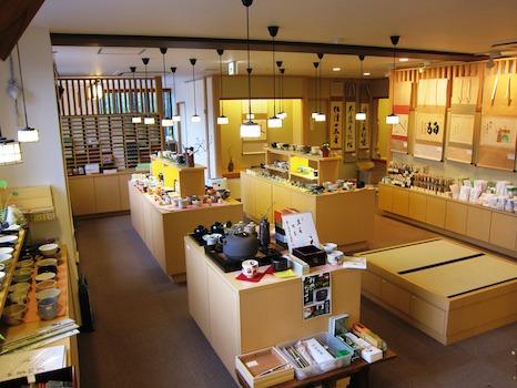 2階は茶道具専門店!御稽古道具から書付道具まで充実の品揃え!