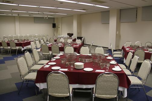 会議、ご宴会、展示会、演奏会など、パーティーや、研修会場として等、   様々なニーズにお応えする、多目的ホールです