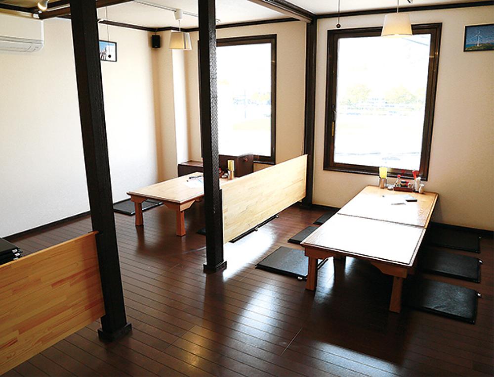 3階の座敷は半個室4席、完全個室1席