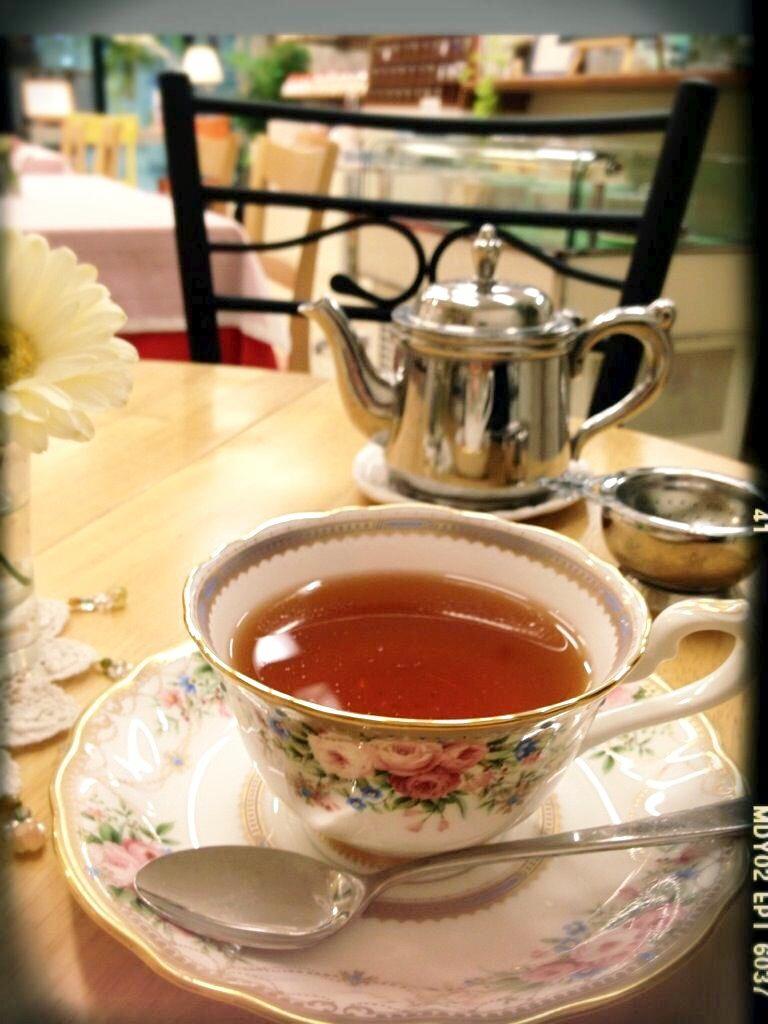 紅茶は一杯づつていねいに淹れています。