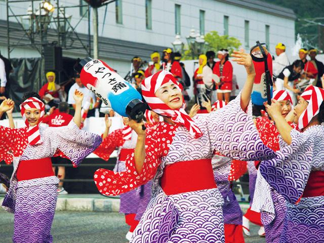 二段ばねなどが特徴の踊り