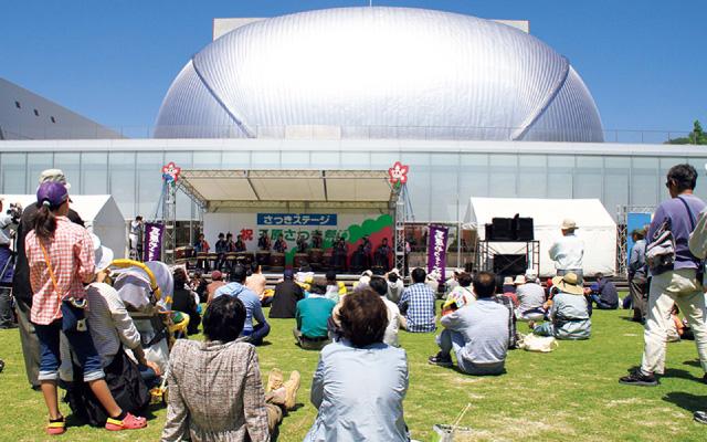 サツキステージでは、終日様々な催しものが行われます。