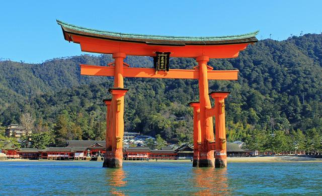 陶氏との合戦では日本三景の一つ「嚴島神社」にも戦火が及んだ(写真提供:広島県)禁無断複製