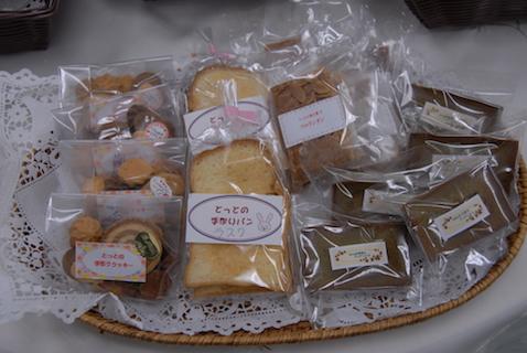 焼き菓子 (クッキーやフィナンシェ)焼きたてパン