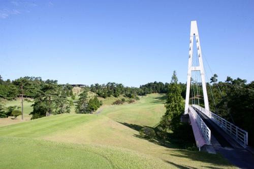 ゴルフ場とは思えない立派な橋はいろんなコースから見ることのでき、風情あるロケーションが楽しめます。