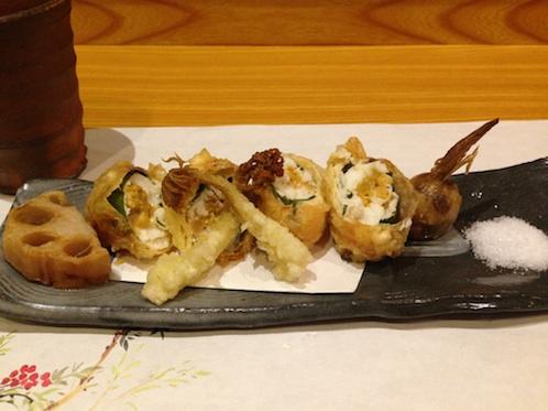 雲丹と白身魚の春巻き風900円(税別)