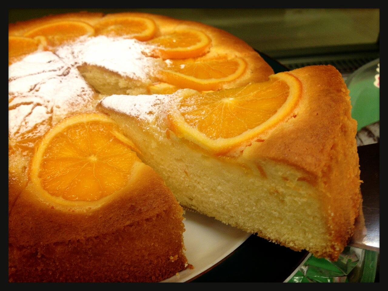 ケーキは手作り。オレンジケーキは年中人気です。